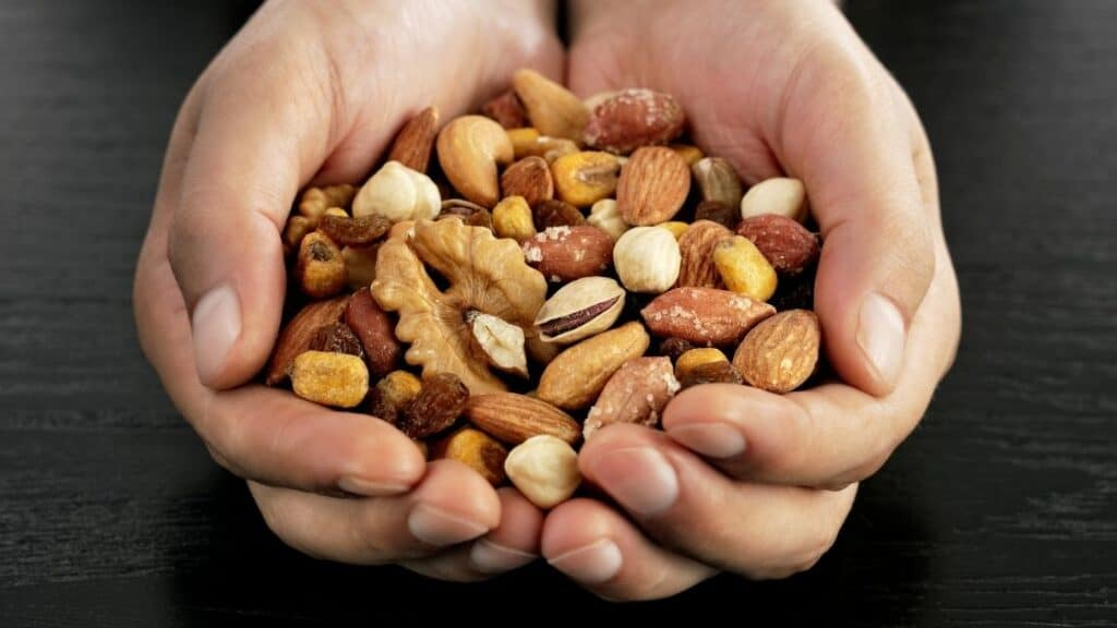 Is It OK To Eat a Handful of Nuts a Day