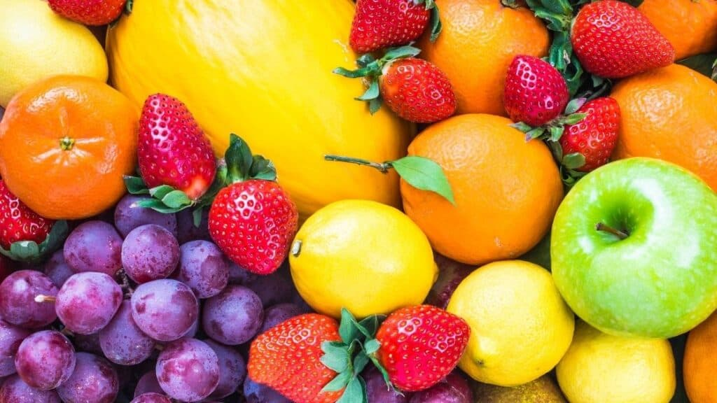 Is it better to keep fruit in the fridge or out