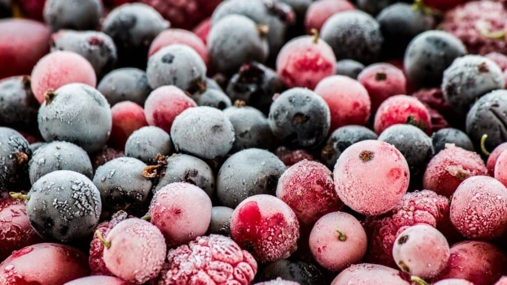 Can you eat frozen berries straight from the freezer