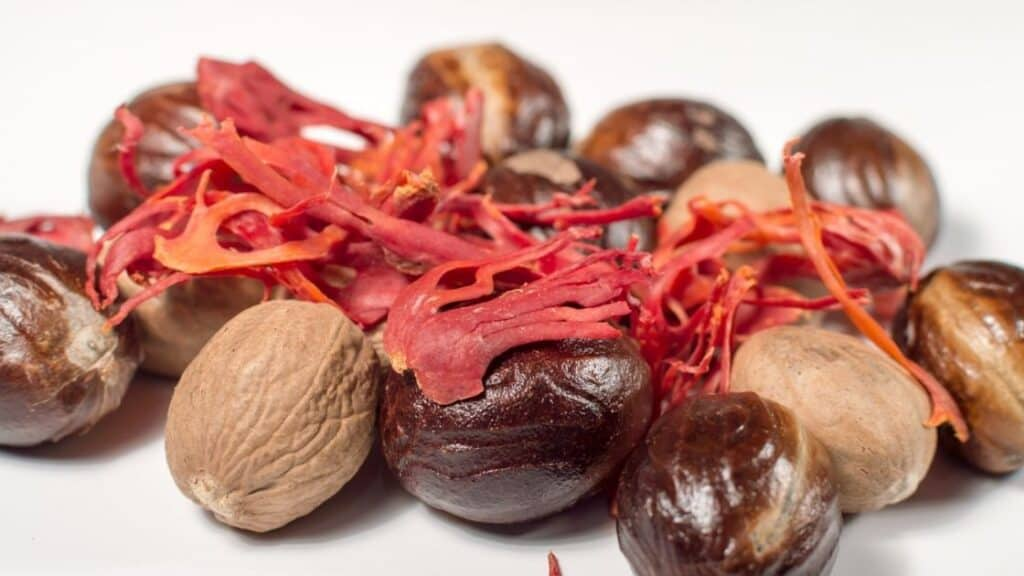 What is mace from nutmeg used for