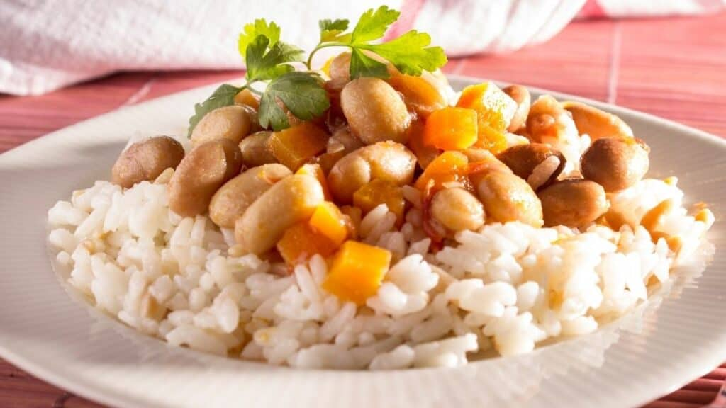 Benefits of eating beans and rice together