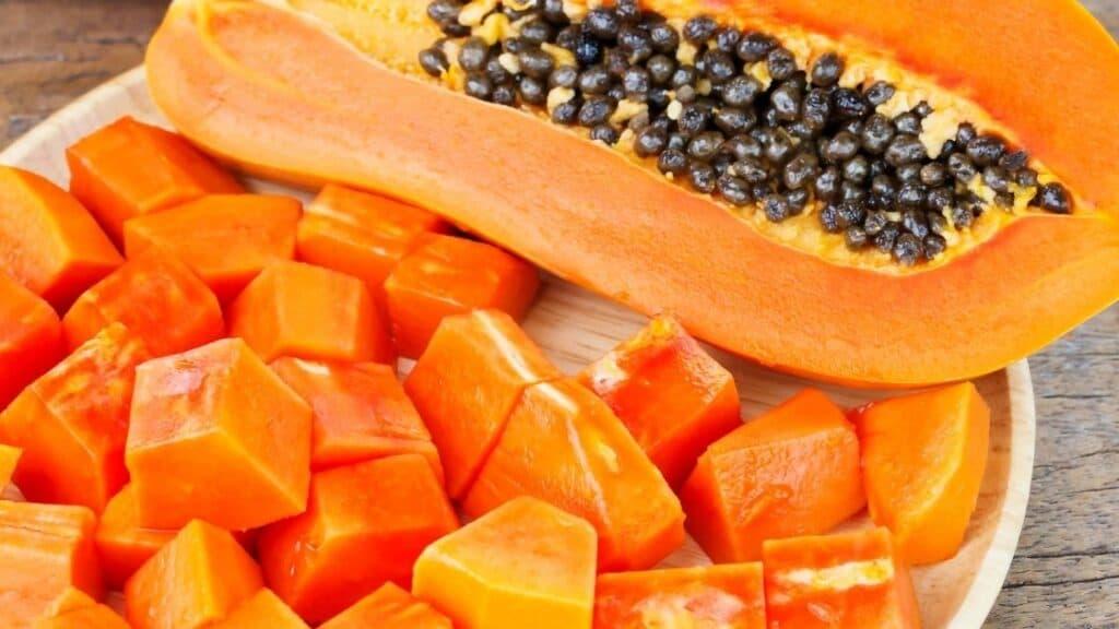 Who should not eat papaya